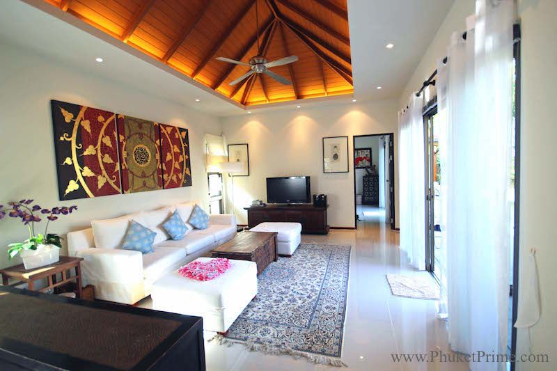 Spacious-3-Bedroom-Naiharn-Pool-Villa---11173.jpg