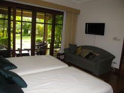 Laguna-Lakeshore-3-Bedroom-Townhome---113912.jpg