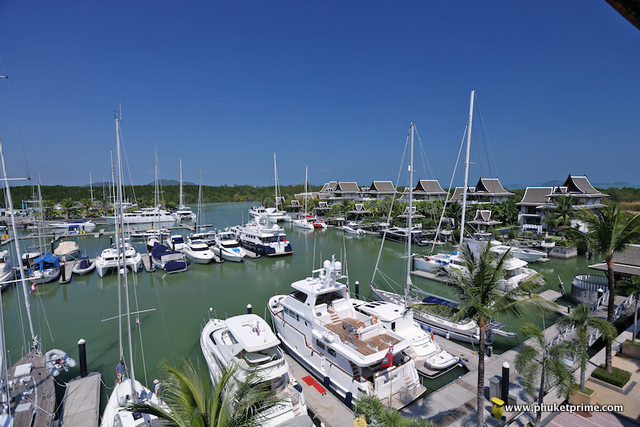 See Expansive Marina 3-Bedroom Penthouse Apartment - 1487 details