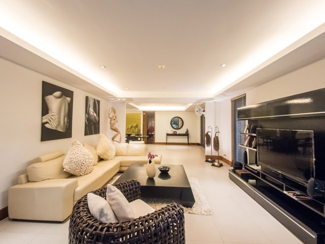 See 3 Bed Apartment With Garden details