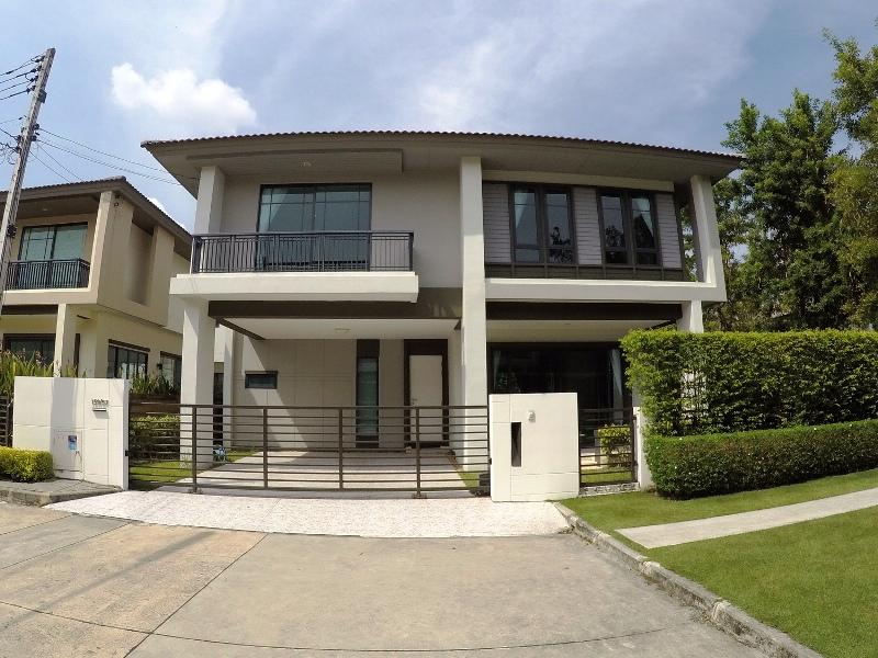 See Family Villa Near International Schools details