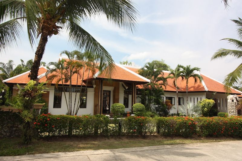 See Balinese-Style 3-Bedroom Pool Villa, Cherngtalay - 1257 details
