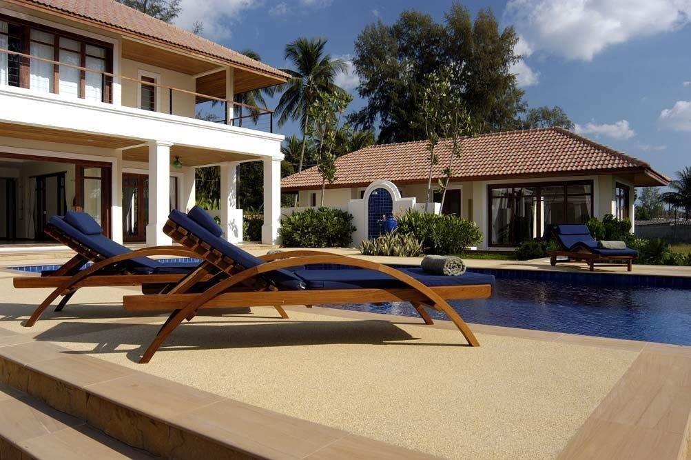 Perfect Beach House - 1642-poolside guest house & shower.jpg