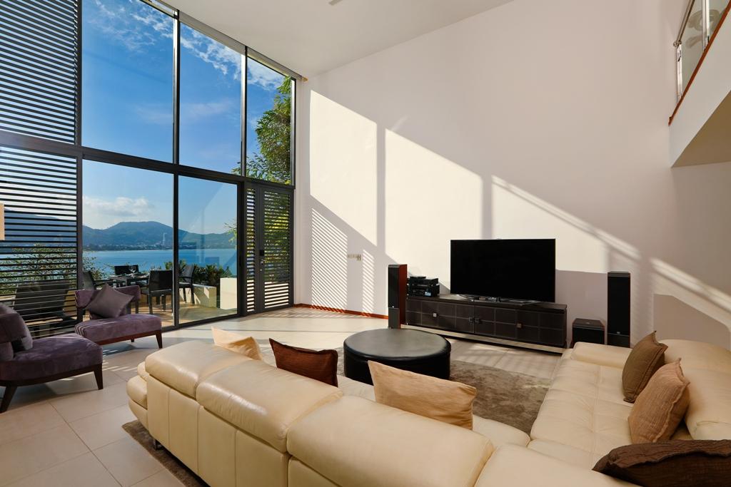 Perfect 3 Bedroom Sea View Condo-Living_01.jpg