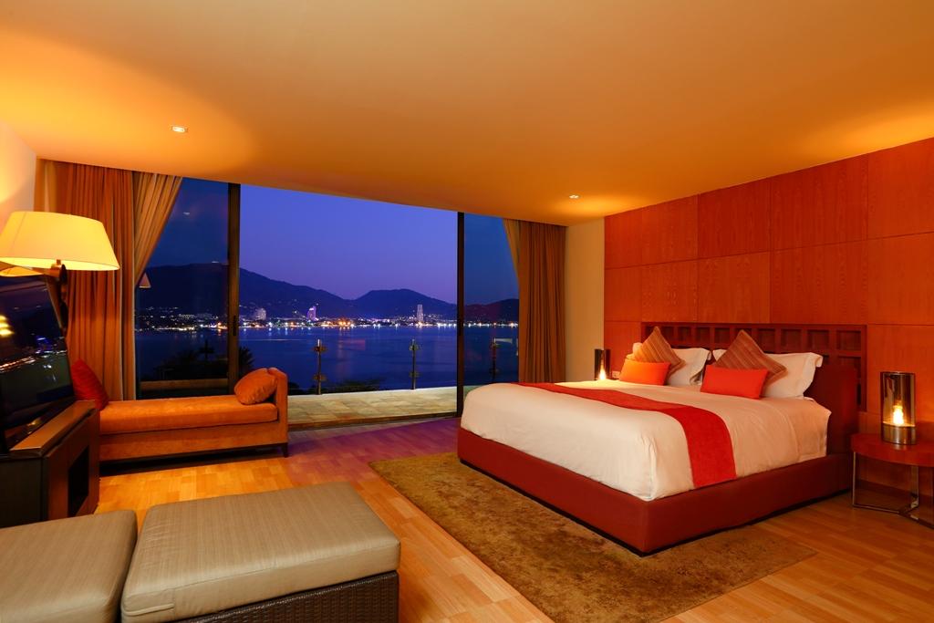 Perfect 3 Bedroom Sea View Condo-Evening_06.jpg