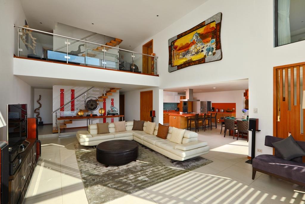 Perfect 3 Bedroom Sea View Condo-Living_03.jpg