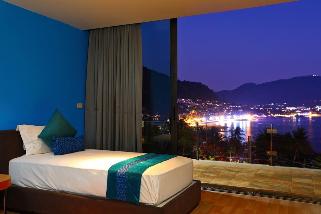 Perfect 3 Bedroom Sea View Condo-Evening_07.jpg
