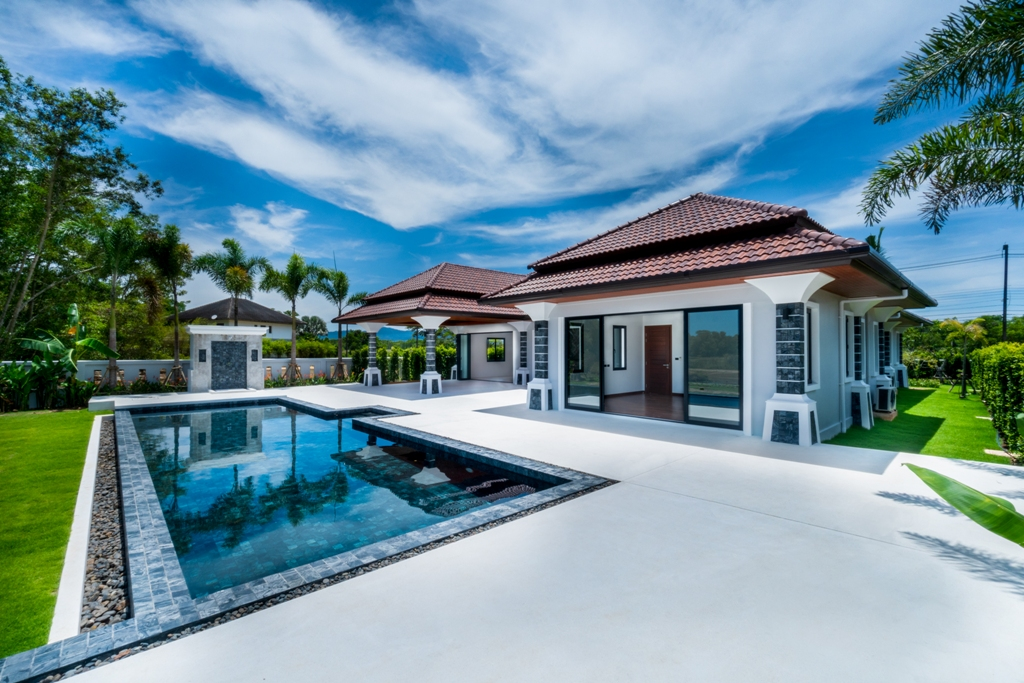 Stunning Golf View Villa-1_Outside_3.JPG