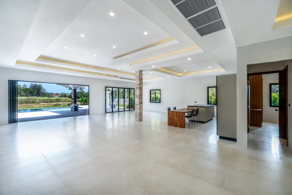 Stunning Golf View Villa-2_Hall_1.JPG
