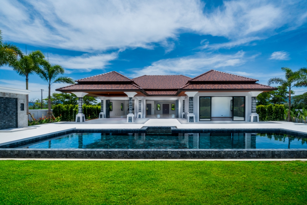 Stunning Golf View Villa-1_Outside_2.JPG