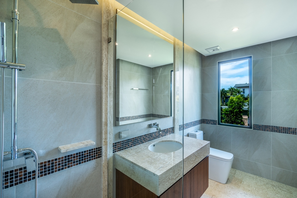 Stunning Golf View Villa-4_Bathrooms_1.JPG
