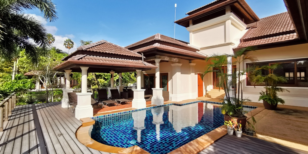 See Lovely 4 Bed Family Villa details
