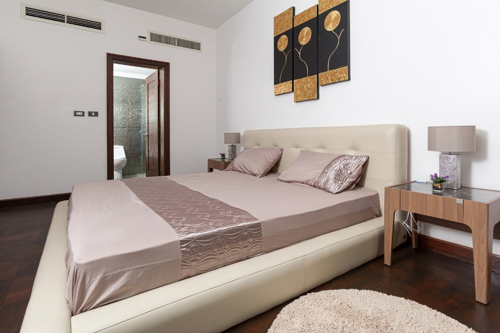 Stunning 1 Bed Golf View Apartment-IMG_0046.jpg