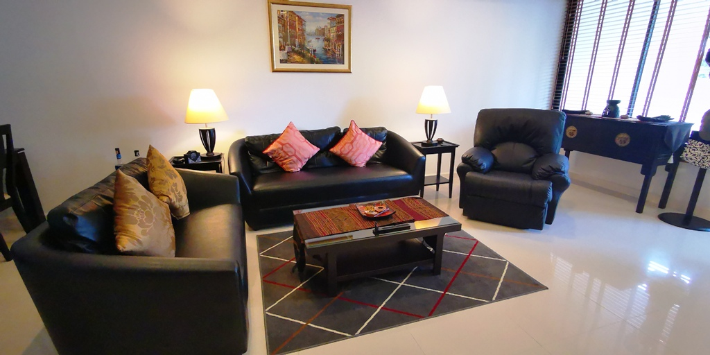 Great 2 Bed Townhome-Great 2 bed townhome Prime Real Estate 1685 lounge2.jpg