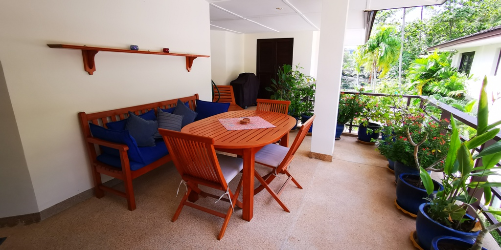 Cosy 1 Bed Apartment-Cosy 1 bed apartment Prime Real Estate 1689 plants.jpg