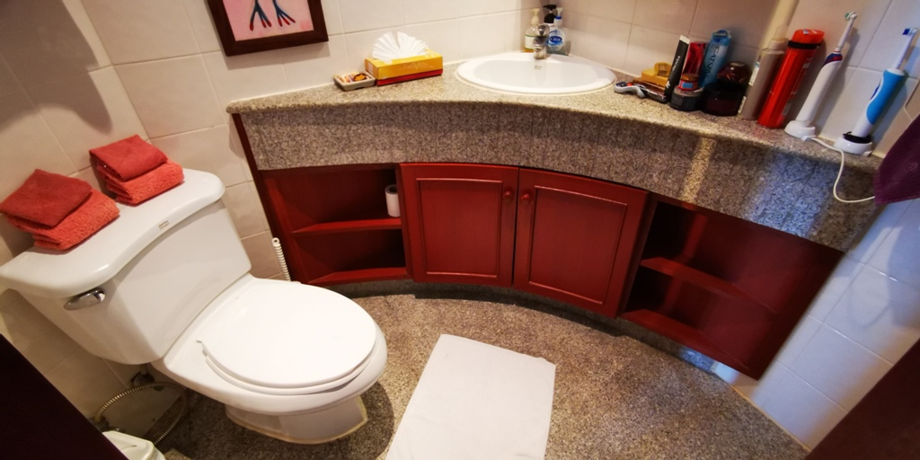 Cosy 1 Bed Apartment-Cosy 1 bed apartment Prime Real Estate 1689 toilet.jpg