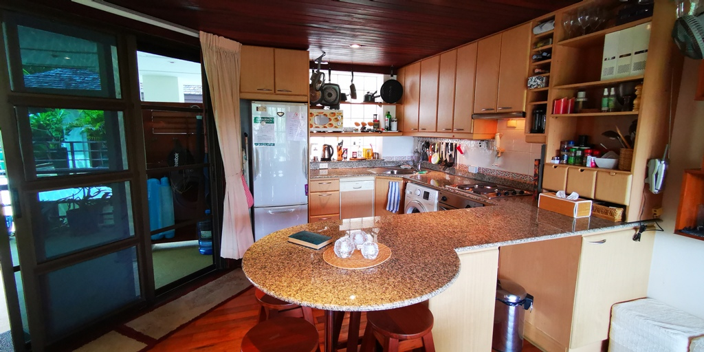 Cosy 1 Bed Apartment-Cosy 1 bed apartment Prime Real Estate 1689 breakfast bar.jpg