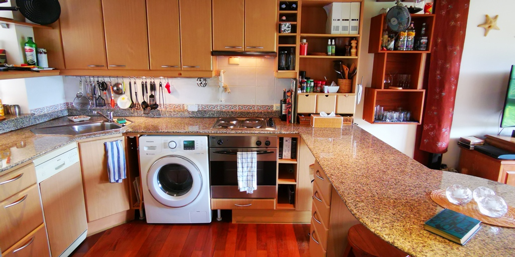 Cosy 1 Bed Apartment-Cosy 1 bed apartment Prime Real Estate 1689 kitchen.jpg