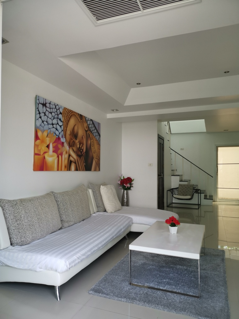 Great 2 Bed Townhome-2 Bed Townhome 1692 living.jpg