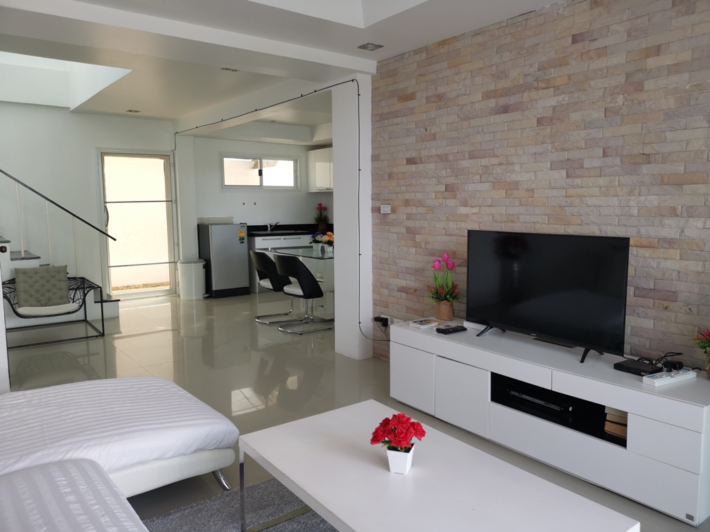 Great 2 Bed Townhome-2 Bed Townhome 1692 living1.jpg