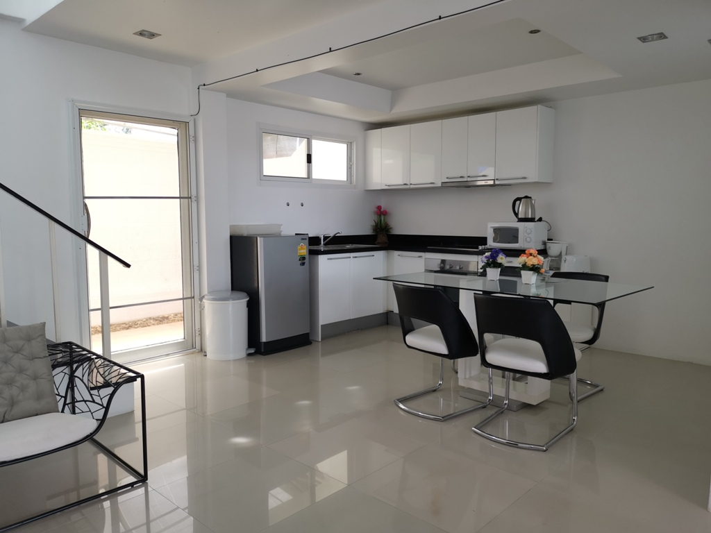 Great 2 Bed Townhome-2 Bed Townhome 1692 dining.jpg