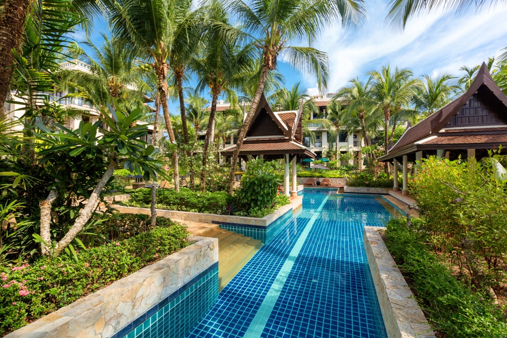 See 2 Bed Apartment On The Beach details