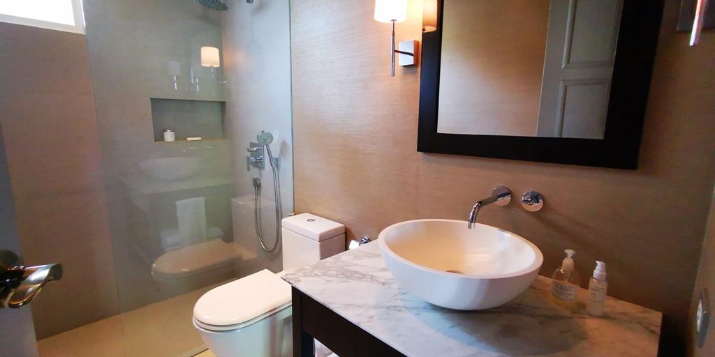 Beautiful 2 Bed Apartment-Beautiful 2 Bed Apartment 1706 bathroom.jpg