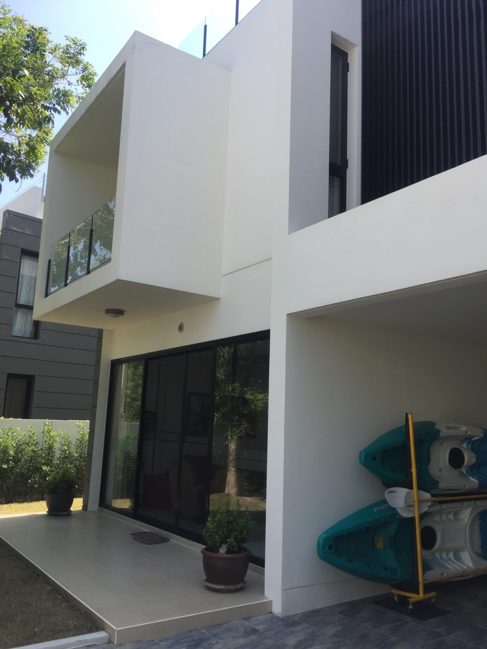 See Laguna Park 5 Bedrooms + Pool details