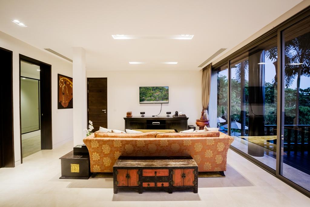Stunning Oceanfront Family Villa-Stunning Oceanfront Family Villa 1713 sofa tv(1).jpg