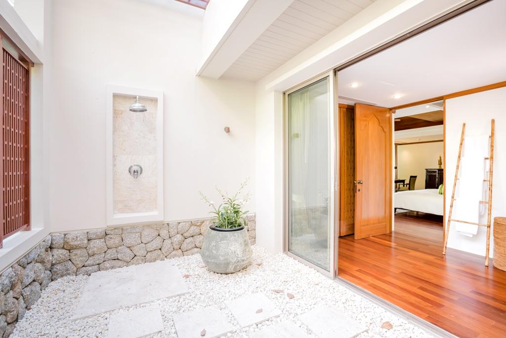 3 Bed Ocean view Pool Villa-Shower.jpg