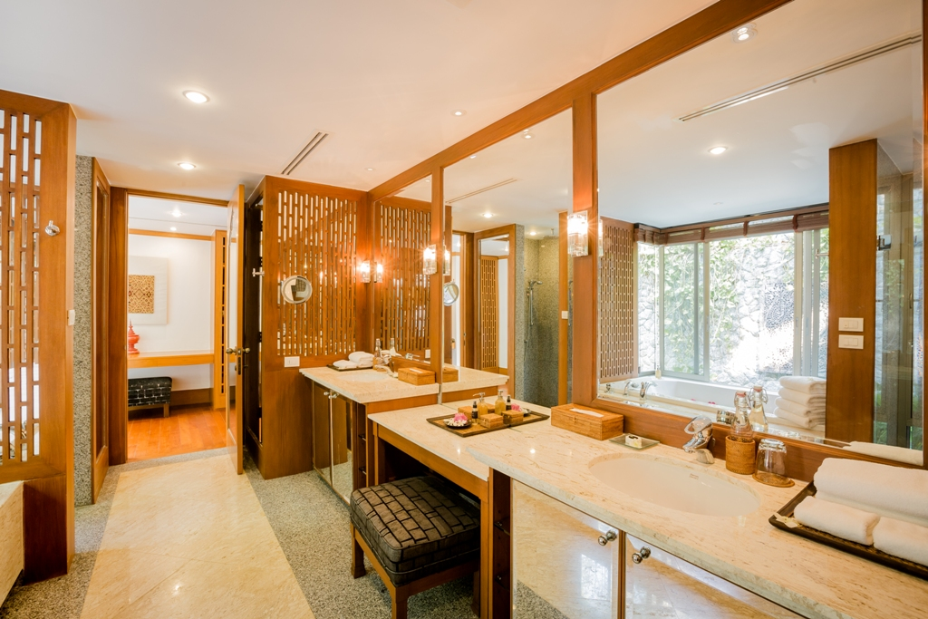 3 Bed Ocean view Pool Villa-Incredible 3 Bed Oceanview Villa 1714 Master bathroom.jpg